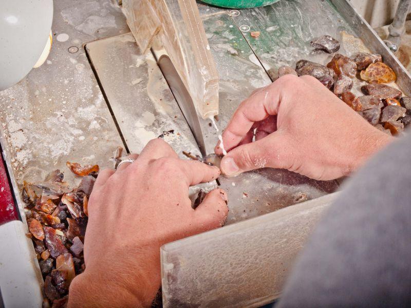 Как обработать янтарь своими руками
